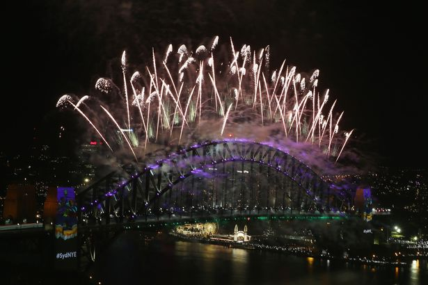 city-of-sydney-celebrates-new-years-eve-2016