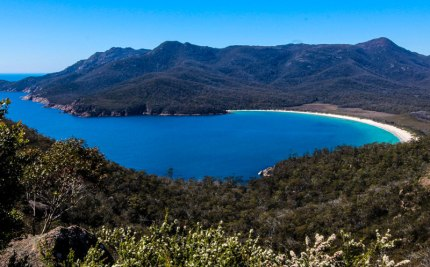 wineglass-bay-freycinet-national-park-tasmania-2